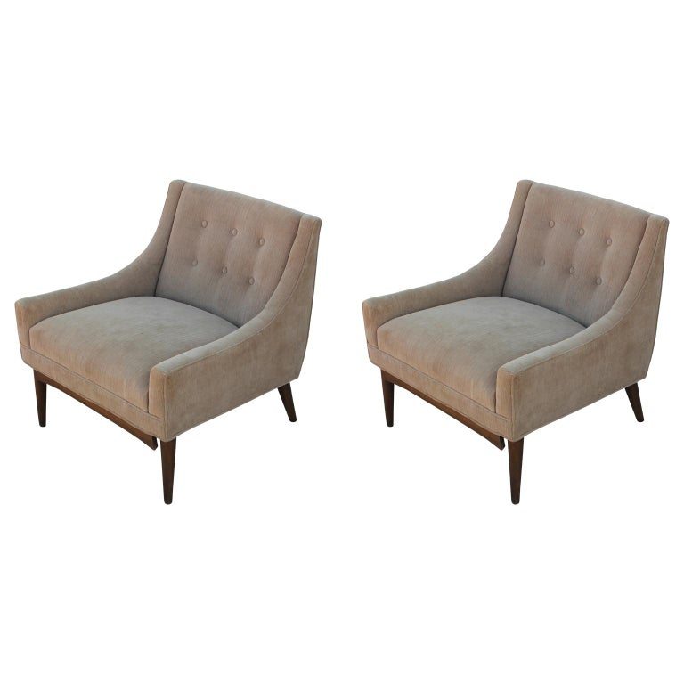 Mid-Century Modern Pair of Slipper Lounge Chairs with Walnut Base For Sale