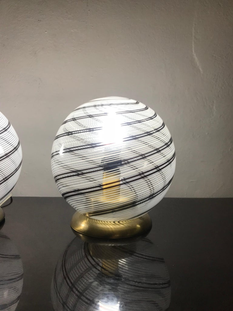 Mid-Century Modern Pair of Venini Table Lamps in Brass and Murano Glass For Sale 4