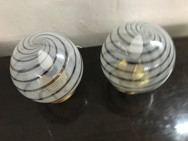20th Century Mid-Century Modern Pair of Venini Table Lamps in Brass and Murano Glass For Sale