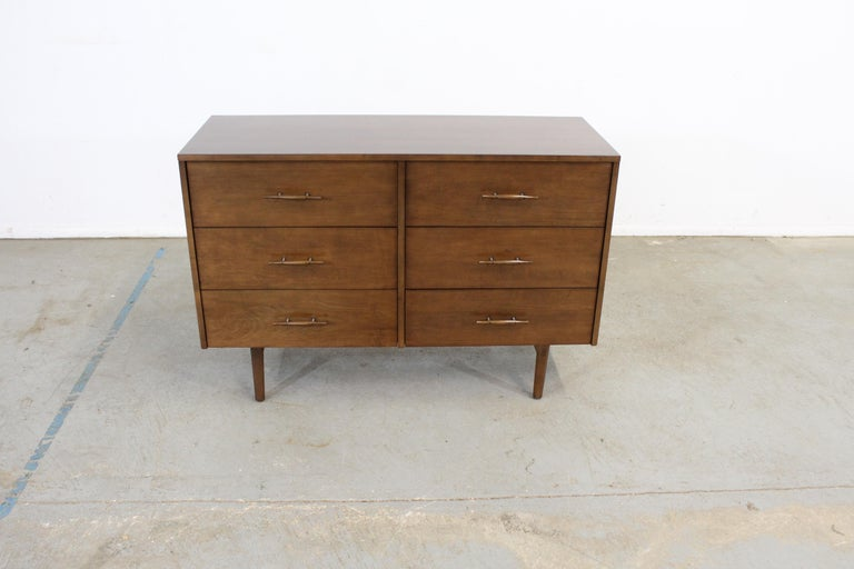 Offered is a vintage Mid-Century Modern bachelor chest by Paul McCobb. It is made of solid wood. It is in excellent condition and has be restored. Has been refinished, has some slight edge wear and a few scratches, but nothing overly noticeable.