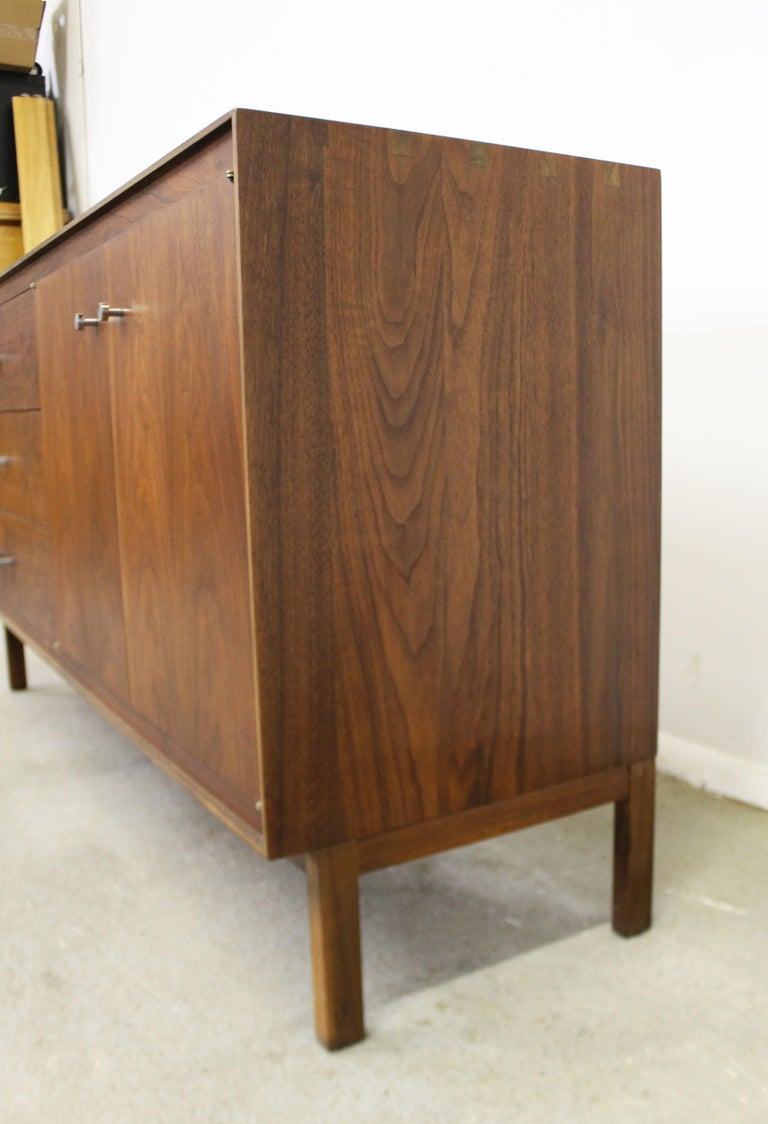 Mid-Century Modern Paul McCobb Lane 'Components' Walnut Credenza In Good Condition For Sale In Wilmington, DE