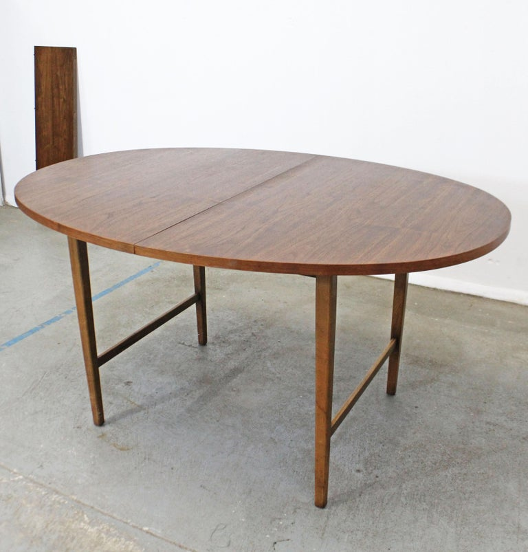 American Mid-Century Modern Paul McCobb Style Walnut Extendable Dining Table For Sale