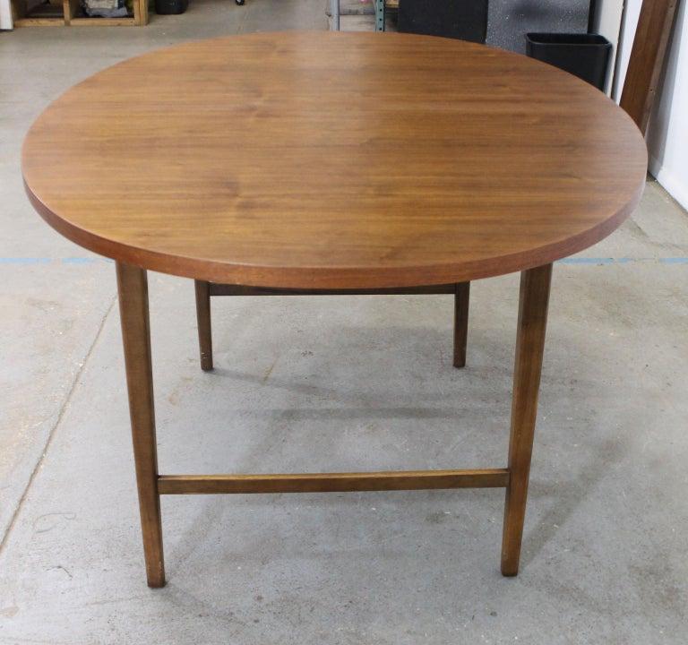 Mid-Century Modern Paul McCobb Style Walnut Extendable Dining Table For Sale 3
