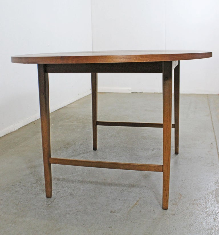 Mid-Century Modern Paul McCobb Style Walnut Extendable Dining Table For Sale 2