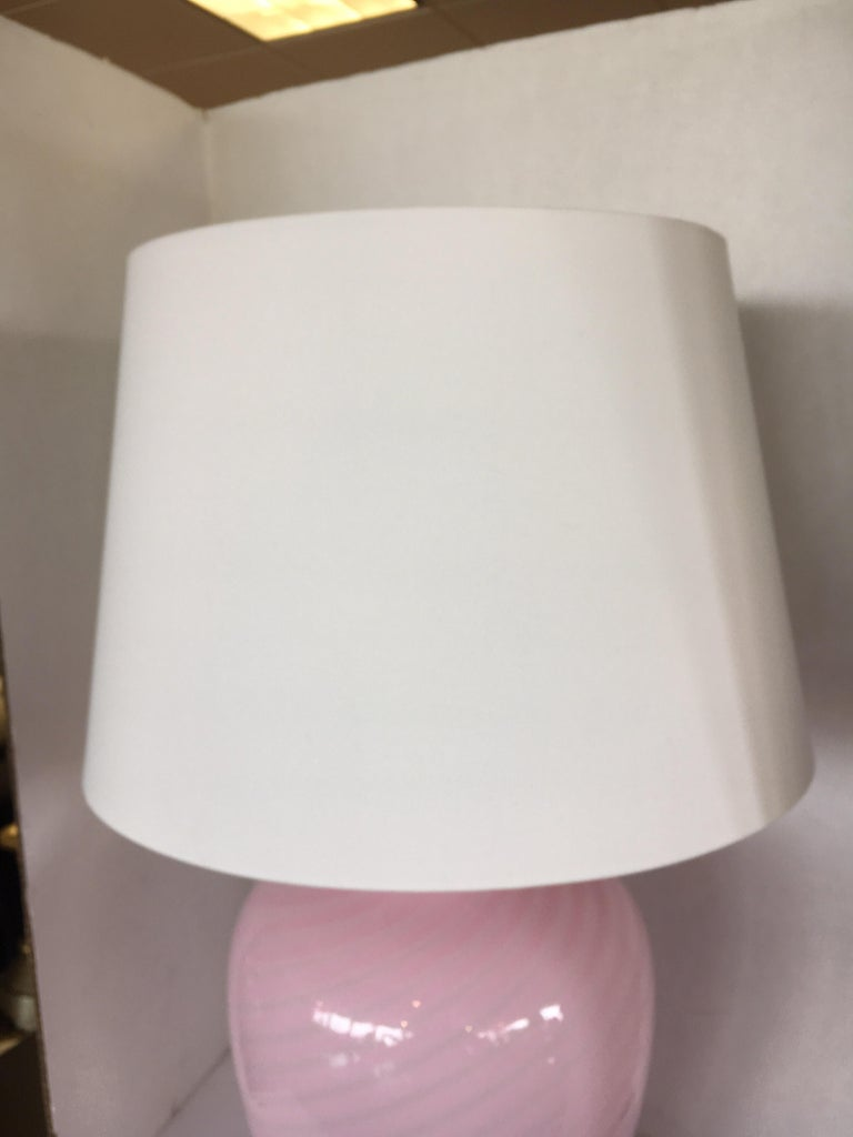 Mid-Century Modern Pink Swirl Murano Glass Italy Table Lamp For Sale 3
