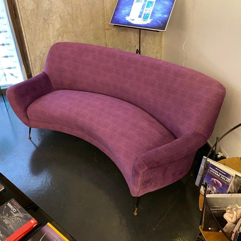 Mid-Century Modern Purple Velvet and Brass Italian Curved Sofa, 1960s For Sale 6