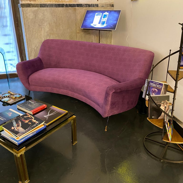 Mid-Century Modern Purple Velvet and Brass Italian Curved Sofa, 1960s For Sale 8