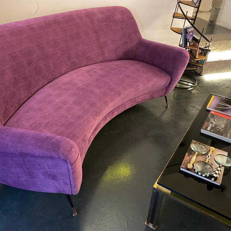 Mid-Century Modern Purple Velvet and Brass Italian Curved Sofa, 1960s For Sale 11