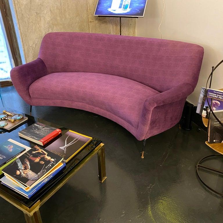 Mid-Century Modern Purple Velvet and Brass Italian Curved Sofa, 1960s For Sale 12