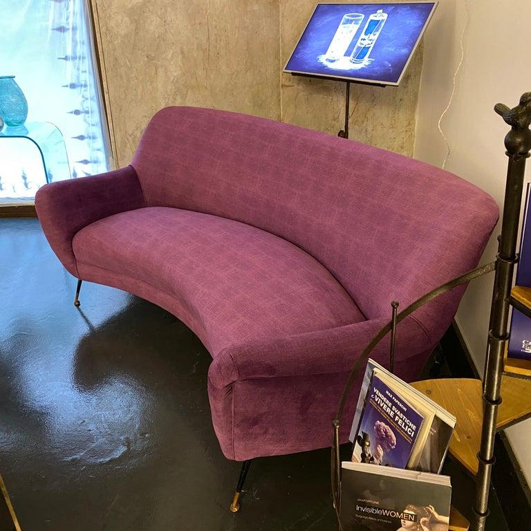 20th Century Mid-Century Modern Purple Velvet and Brass Italian Curved Sofa, 1960s For Sale