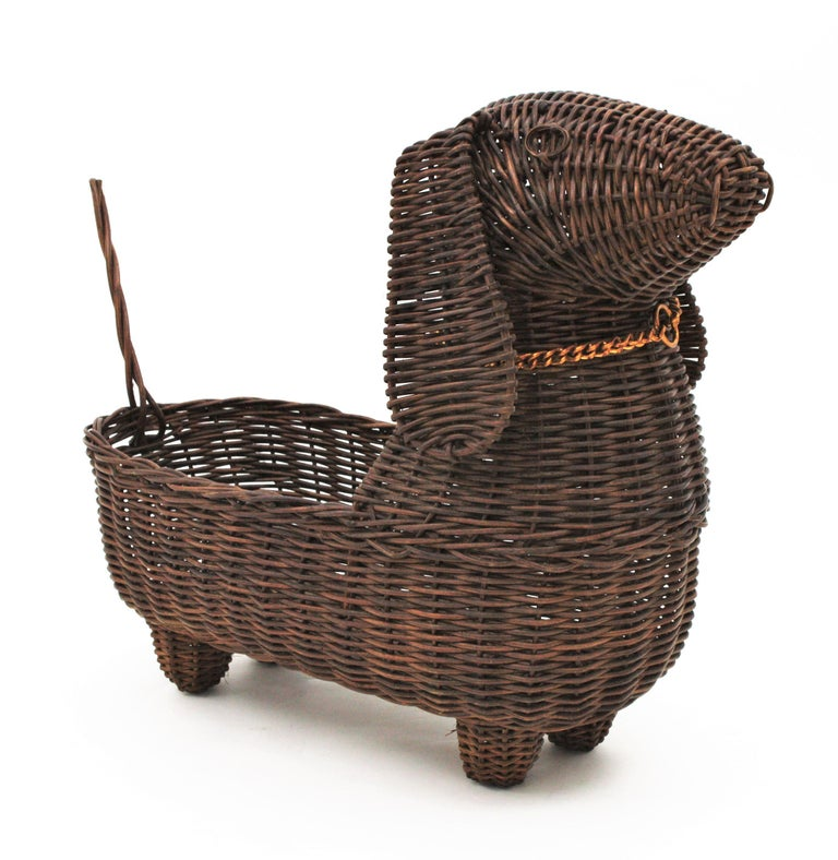 Mid-Century Modern Rattan Figural Dog Basket / Pet Bed, France, 1960s In Good Condition For Sale In Barcelona, ES