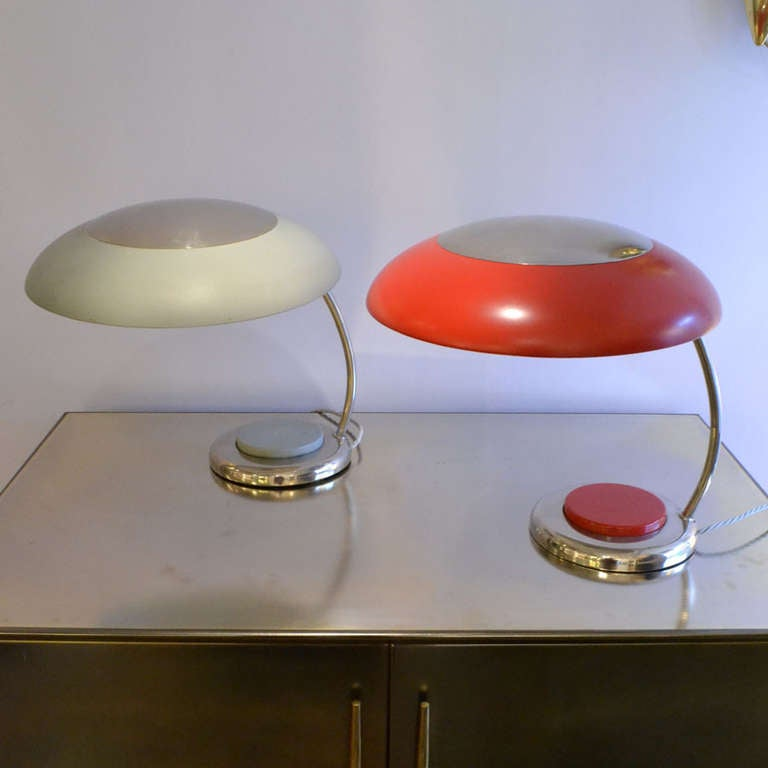 Mid-Century Modern Red Metal Desk or Table Lamp In Good Condition For Sale In London, GB