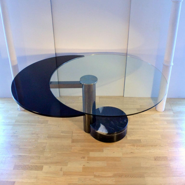 Round & Oval Dining Table with Glass & Black Top by Mario Mazzer for Zanette In Excellent Condition For Sale In London, GB