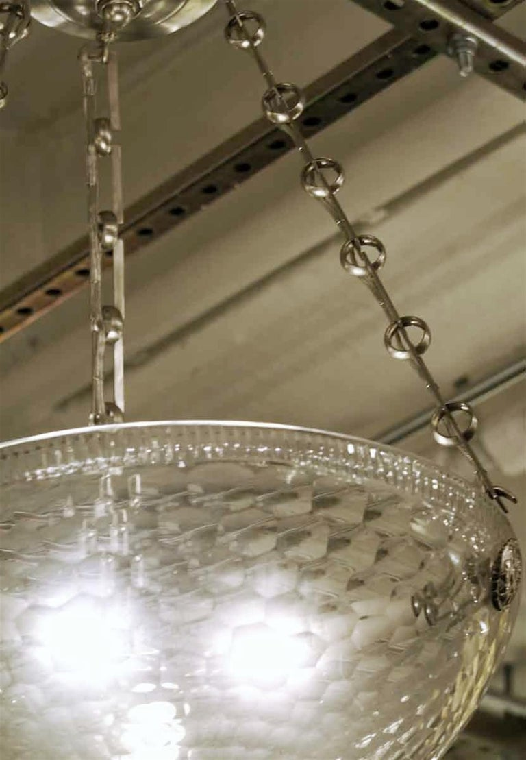 Mid-Century Modern Rippled Clear Glass Bowl Pendant Light with Unique Chain In Good Condition For Sale In New York, NY