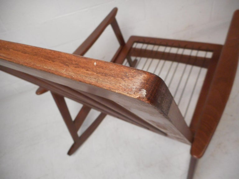 Mid-Century Modern Rocking Chair For Sale 7