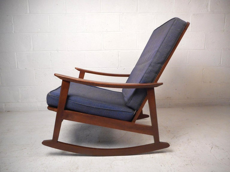 This impressive vintage modern rocking chair features a sturdy walnut construction, sleekly sculpted armrests, and a tall backrest ensuring both comfort and style. A great addition to any modern interior. Please confirm item location with dealer (NJ