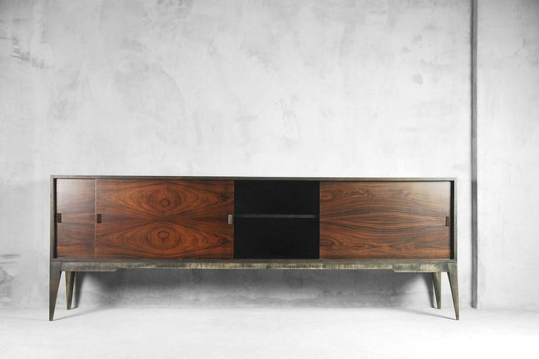 Mid-Century Modern Rosewood and Walnut Scandinavian Sideboard, 1960s In Good Condition For Sale In Warsaw, PL