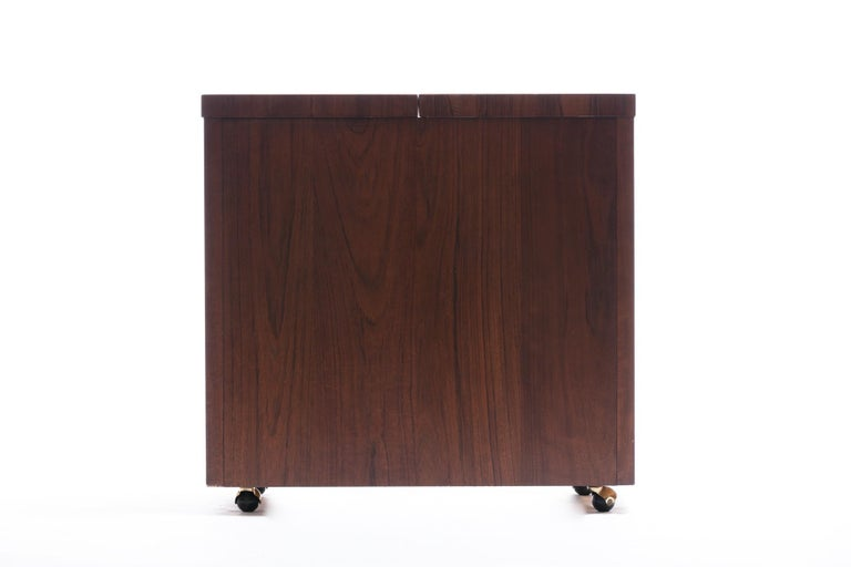 Mid-Century Modern Rosewood Bar Serving Cart by Jack Cartwright for Founders For Sale 7
