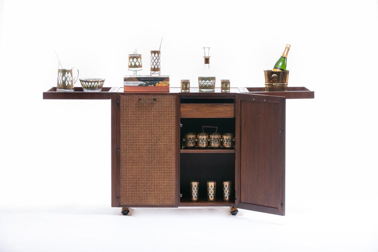 Mid-Century Modern Rosewood Bar Serving Cart by Jack Cartwright for Founders In Good Condition For Sale In Saint Louis, MO