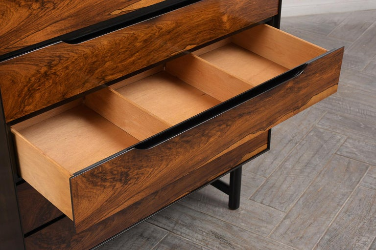 Mid-Century Modern Rosewood Chest of Drawers For Sale 1