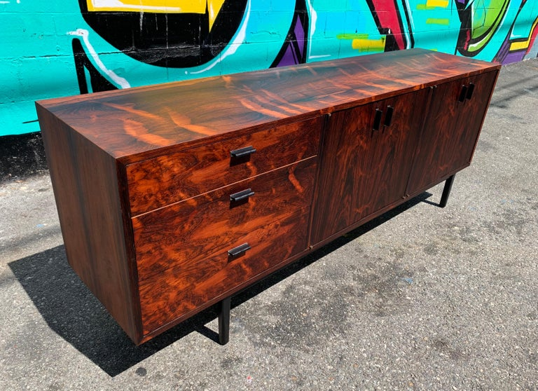 Mid-Century Modern Rosewood Credenza Sideboard In Good Condition For Sale In Los Angeles, CA