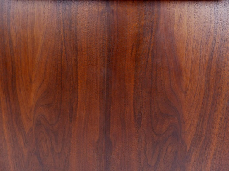 Mid-Century Modern Rosewood Credenza For Sale 6