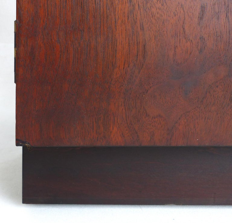 Mid-Century Modern Rosewood Credenza For Sale 9