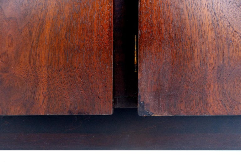 Mid-Century Modern Rosewood Credenza For Sale 10