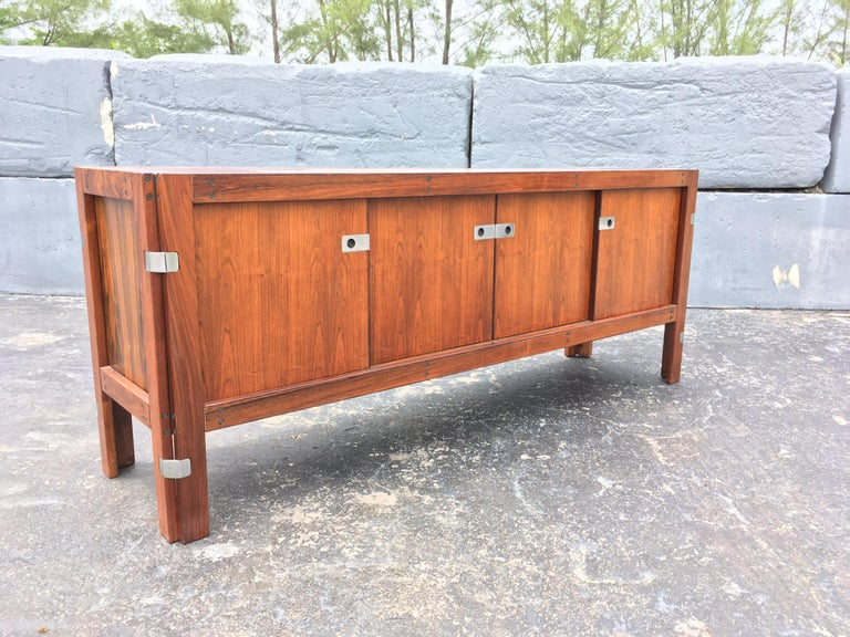 Mid-Century Modern Rosewood Credenza In Good Condition For Sale In Opa Locka, FL