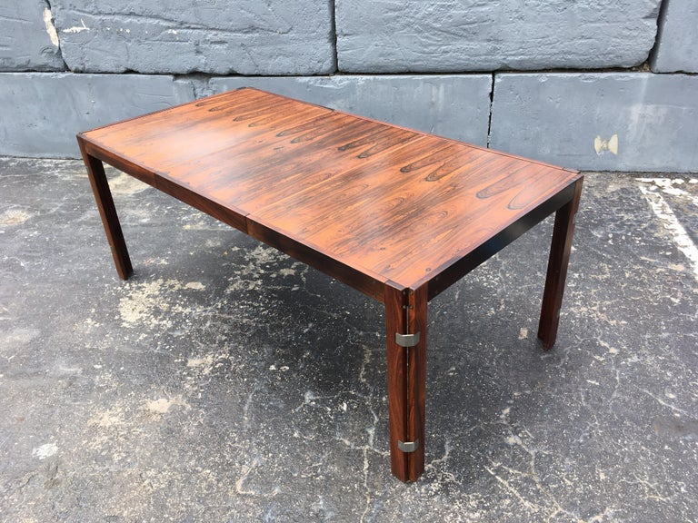 Mid-Century Modern Rosewood Dining Table For Sale 4