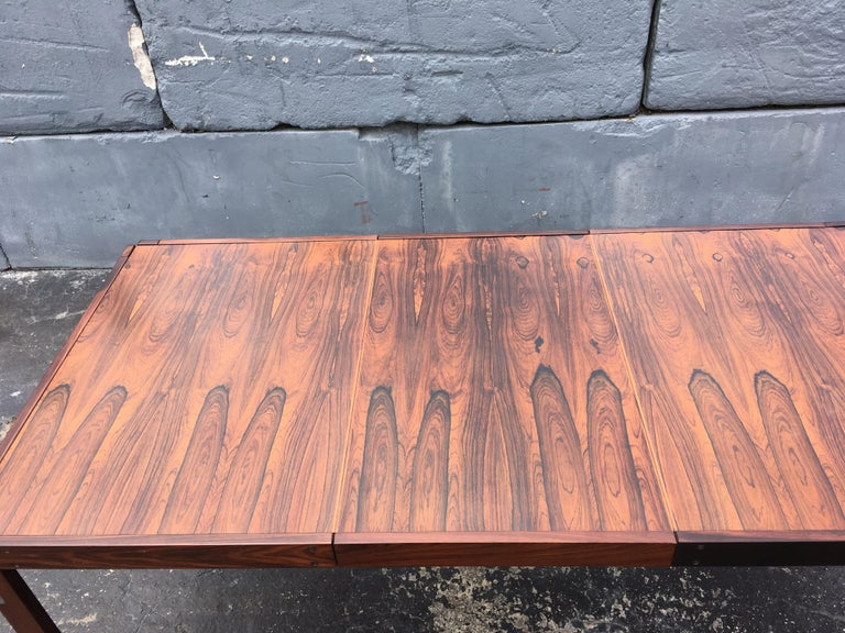 Mid-Century Modern Rosewood Dining Table For Sale 8
