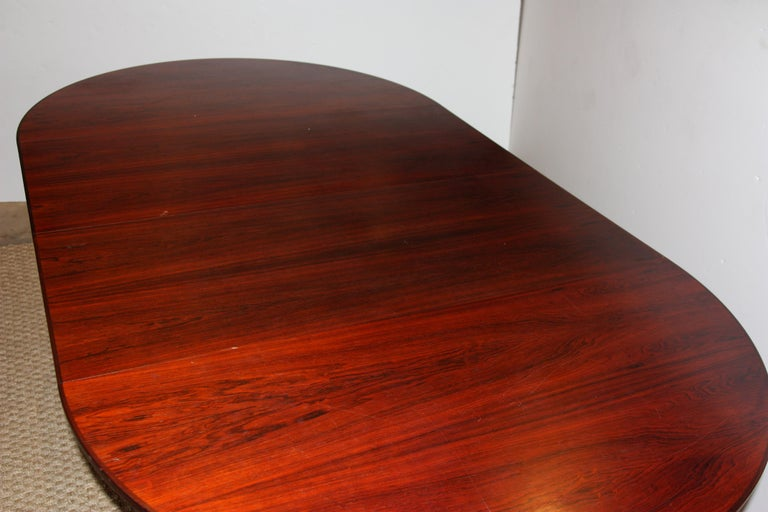 Mid-Century Modern dining table in original vintage condition. This table has two leaves that allow the table to be expanded or reduced in size.