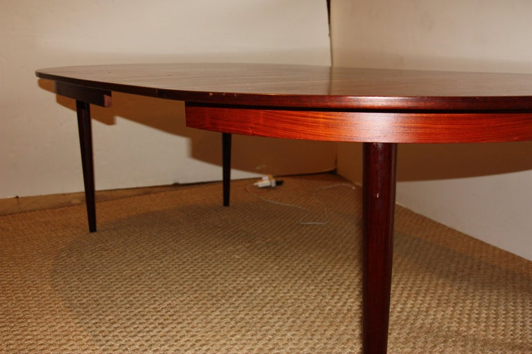 Mid Century Modern Rosewood Dining Table In Good Condition For Sale San Antonio