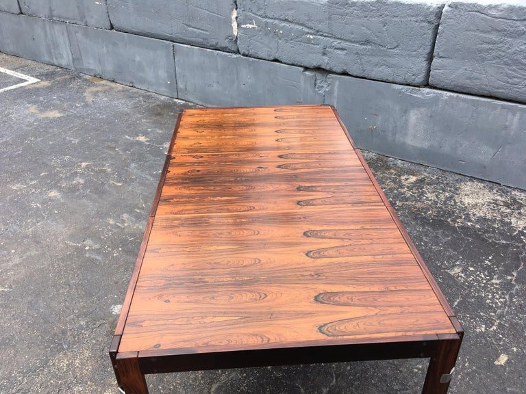 Mid-Century Modern Rosewood Dining Table In Good Condition For Sale In Opa Locka, FL