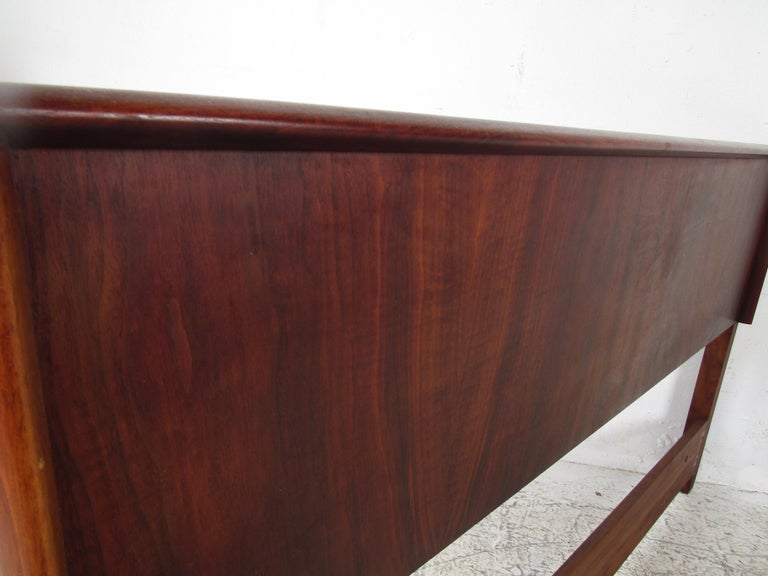 Mid-Century Modern Rosewood Double Sized Headboard For Sale 2