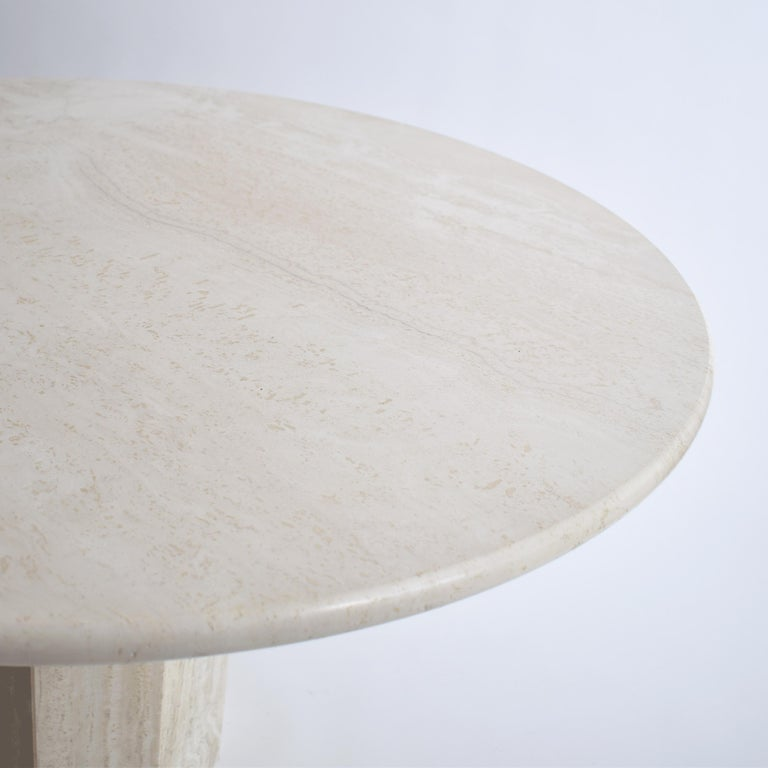 Polished Mid-Century Modern Round Cream Travertine Dining Table, Italy, 1970 For Sale