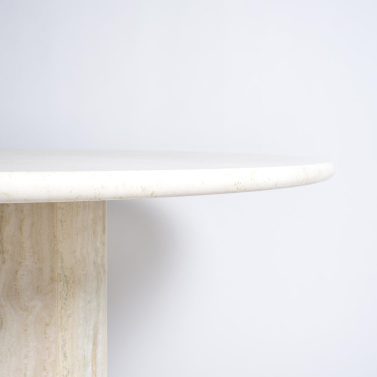 Mid-Century Modern Round Cream Travertine Dining Table, Italy, 1970 In Good Condition For Sale In Le Grand-Saconnex, CH