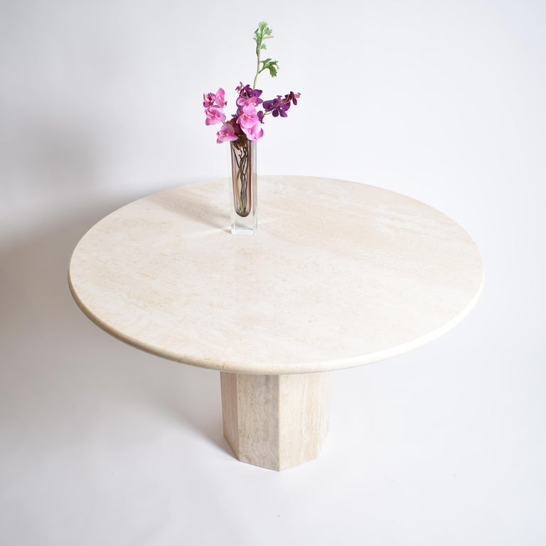 Mid-Century Modern Round Cream Travertine Dining Table, Italy, 1970 For Sale 2