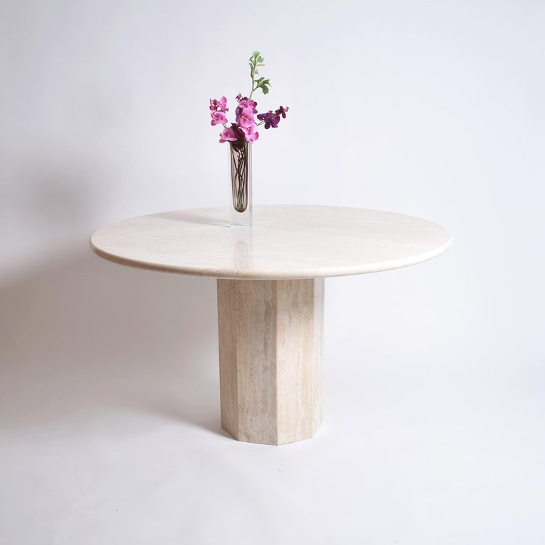 Mid-Century Modern Round Cream Travertine Dining Table, Italy, 1970 For Sale 3