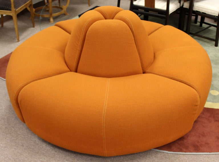 Mid-Century Modern Round Foyer Lobby Sculptural Sofa Sectional Orange, 1960s In Good Condition For Sale In Keego Harbor, MI