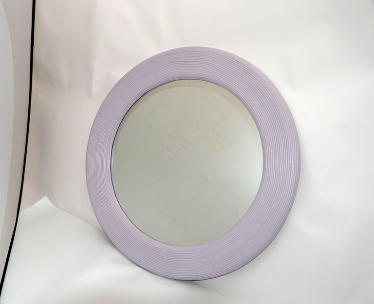 Mid-Century Modern Round Handmade Light Purple Finish Pencil Reed Wall Mirror In Good Condition For Sale In Miami, FL