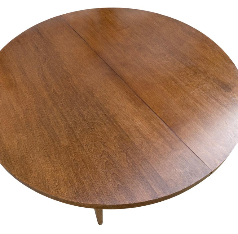 American Mid-Century Modern Round Walnut Finish Dining Table by Paul McCobb 2 Leaves For Sale