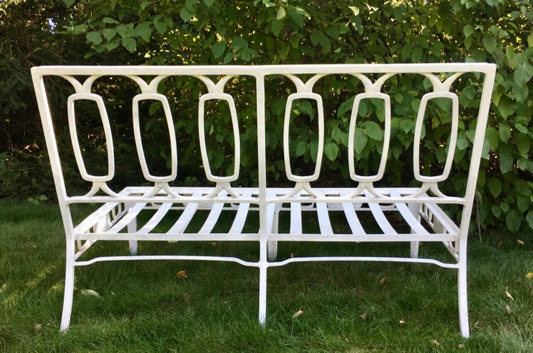 Mid-Century Modern Salterini Style Outdoor Iron Settee Garden Sofa In Good Condition For Sale In Lambertville, NJ