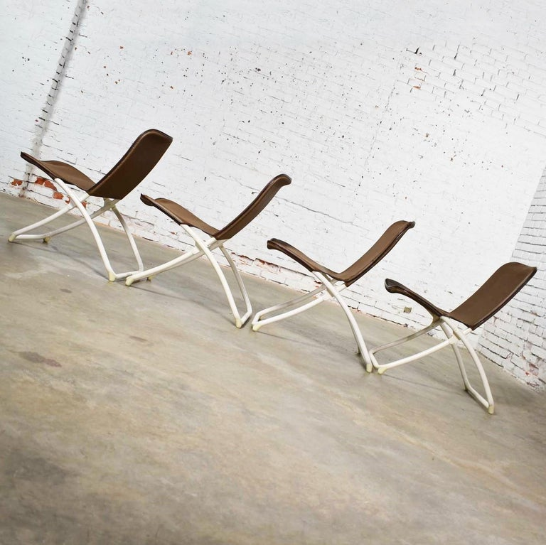 Mid-Century Modern Samsonite Round Patio Dining Table and 4 Folding Sling Chairs For Sale 4