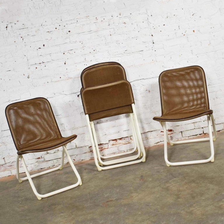 Mid-Century Modern Samsonite Round Patio Dining Table and 4 Folding Sling Chairs For Sale 5