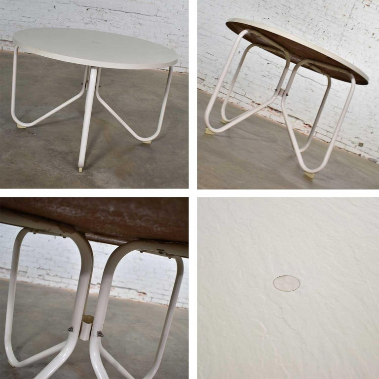 Mid-Century Modern Samsonite Round Patio Dining Table and 4 Folding Sling Chairs For Sale 2