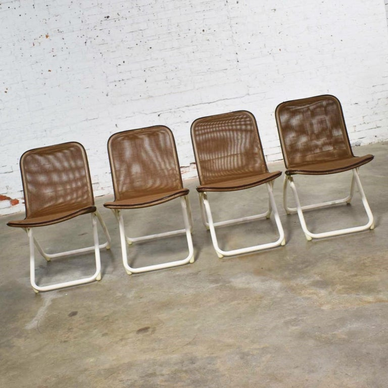 Mid-Century Modern Samsonite Round Patio Dining Table and 4 Folding Sling Chairs For Sale 3