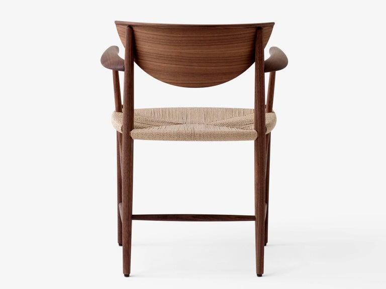 Mid-Century Modern Scandinavian Armchair Model 317 in Walnut In New Condition For Sale In Courbevoie, FR