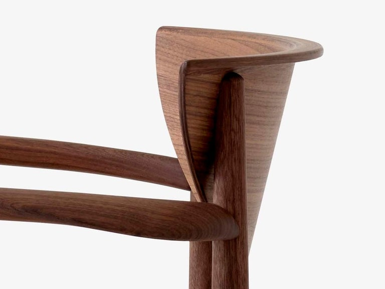 Mid-Century Modern Scandinavian Armchair Model 317 in Walnut For Sale 1