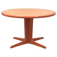 Mid-Century Modern Scandinavian Round Dining Table in Teak 6/10 Seat
